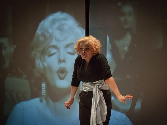 Marilyn_Monroe.doc_-_Amanda_Coimbra_6
